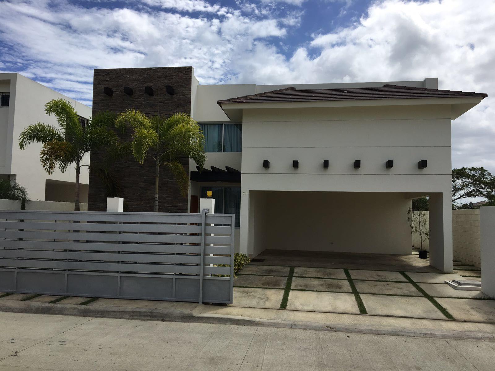 Se Vende Hermosa Casa...!!! En los llamos de Gurabo, Santiago República Dominicana.