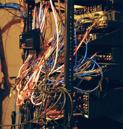 server room cabling horror server room disasters. Black Bedroom Furniture Sets. Home Design Ideas