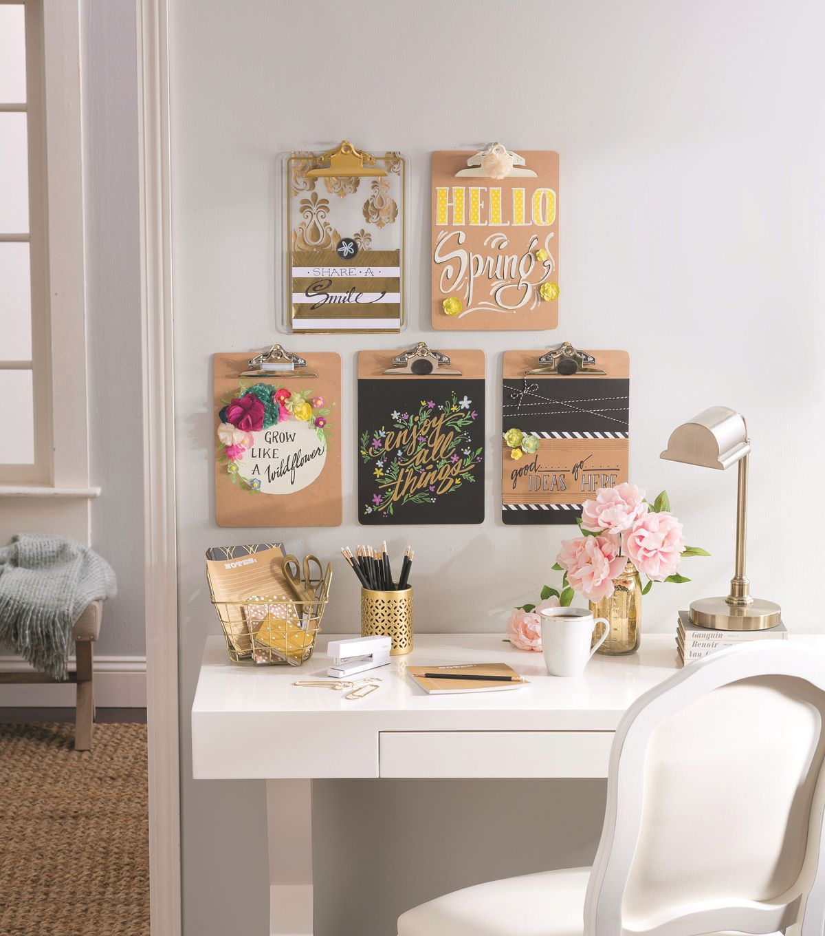 10 Ways To Organize A Pretty Home Office