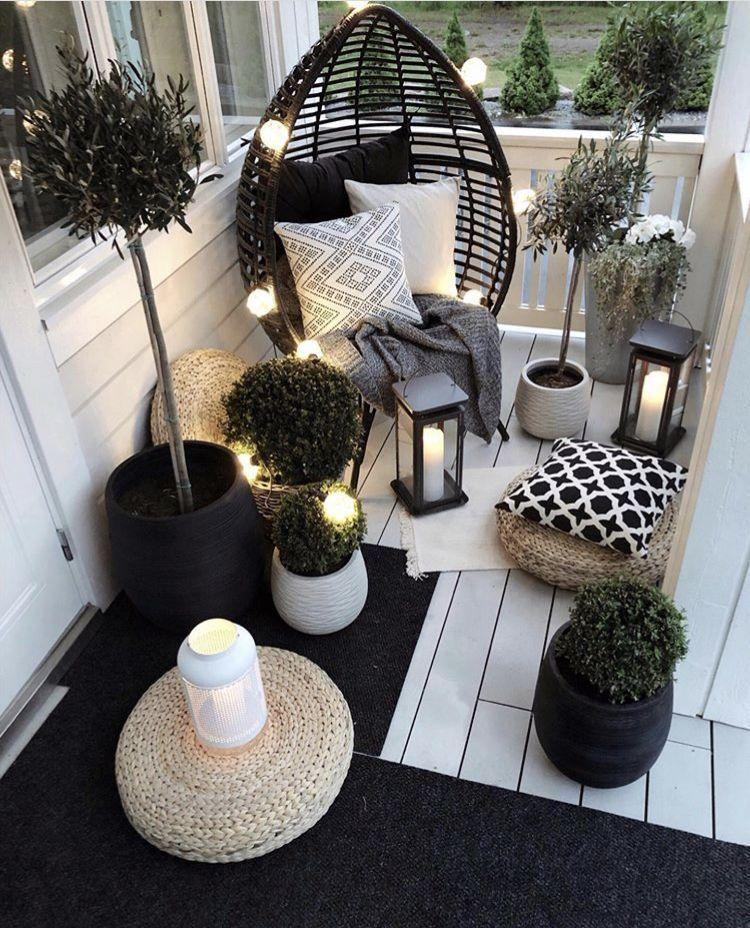 Schöne Gartenmöbel für einen kleinen Raum. Lassen Sie sich inspirieren, Ihre ... #frontporch