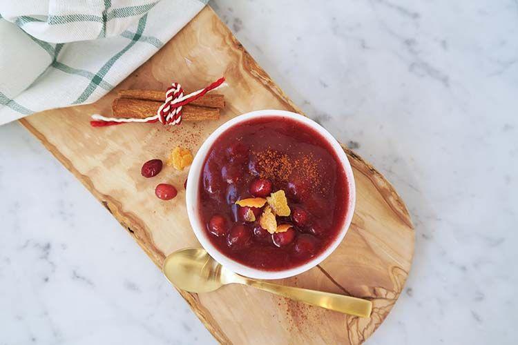Cranberry saus met appel, dadels en sinaasappel - The Green Creator |  Recipe | Cranberry sauce, Cranberry apple sauce, Winter holiday recipes