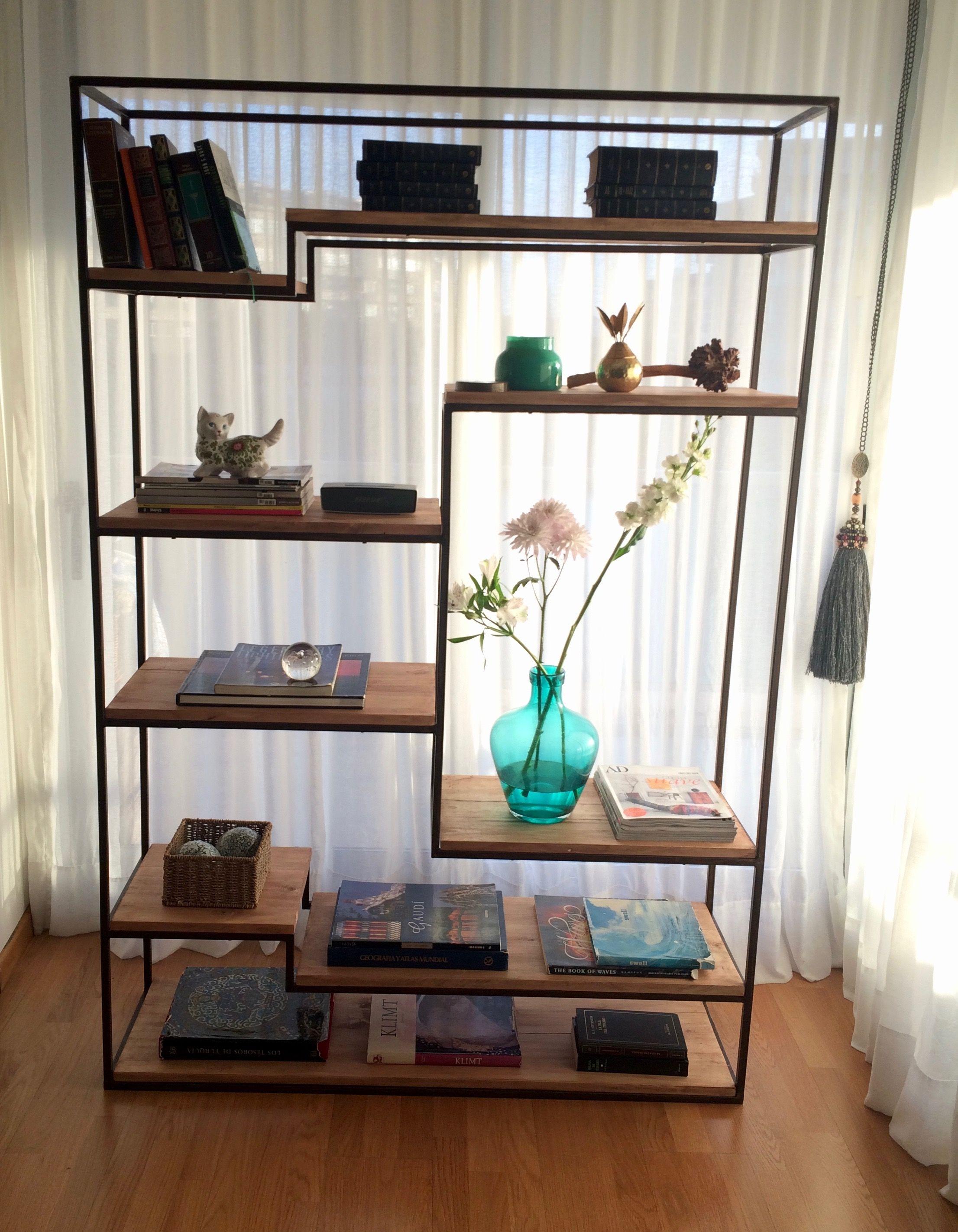 Biblioteca estilo industrial de hierro con estantes de for Libreria estilo industrial