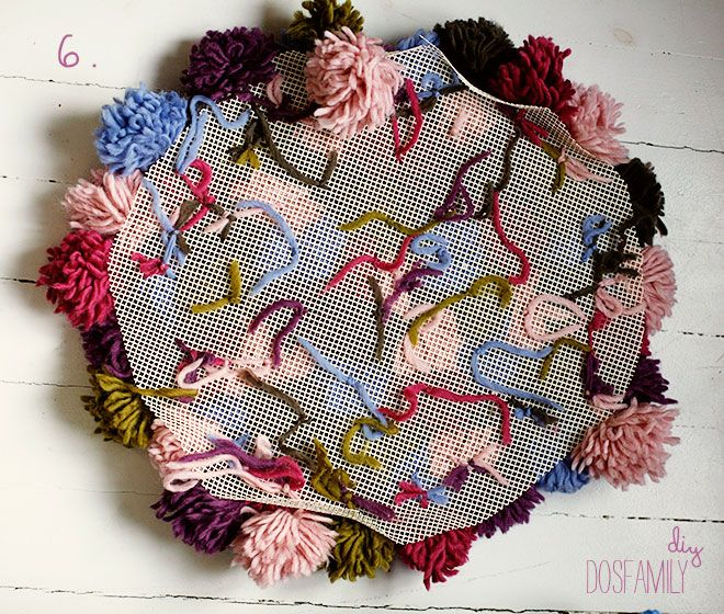 Make Really Easy Yarn Pompoms And Then A Rug Out Of Them A