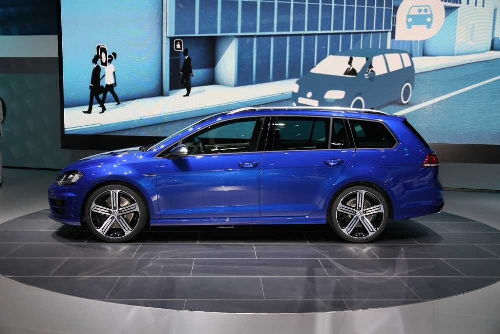 2018 Vw Golf R Auto Show Side View