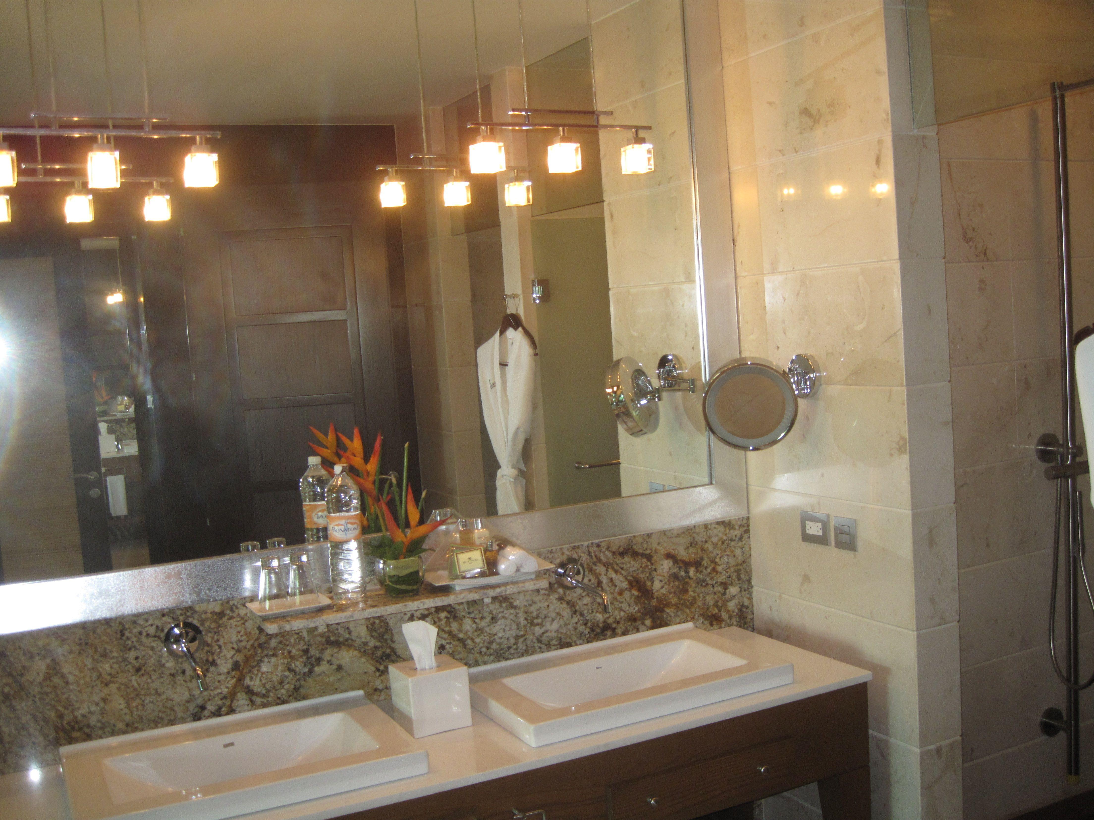 Grand Luxxe Bathroom