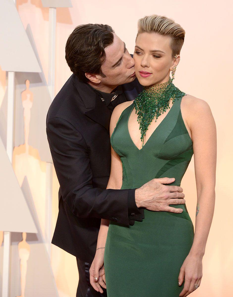 Travolting The Most Awkward Photo From The Oscars Yet Scarlett Johansson John Travolta Celebrity Photos