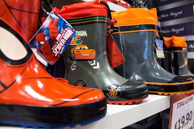 grande sconto di vendita comprare vasta gamma Scende la pioggia #scarpe #stivali #galosce #calosce #kids ...