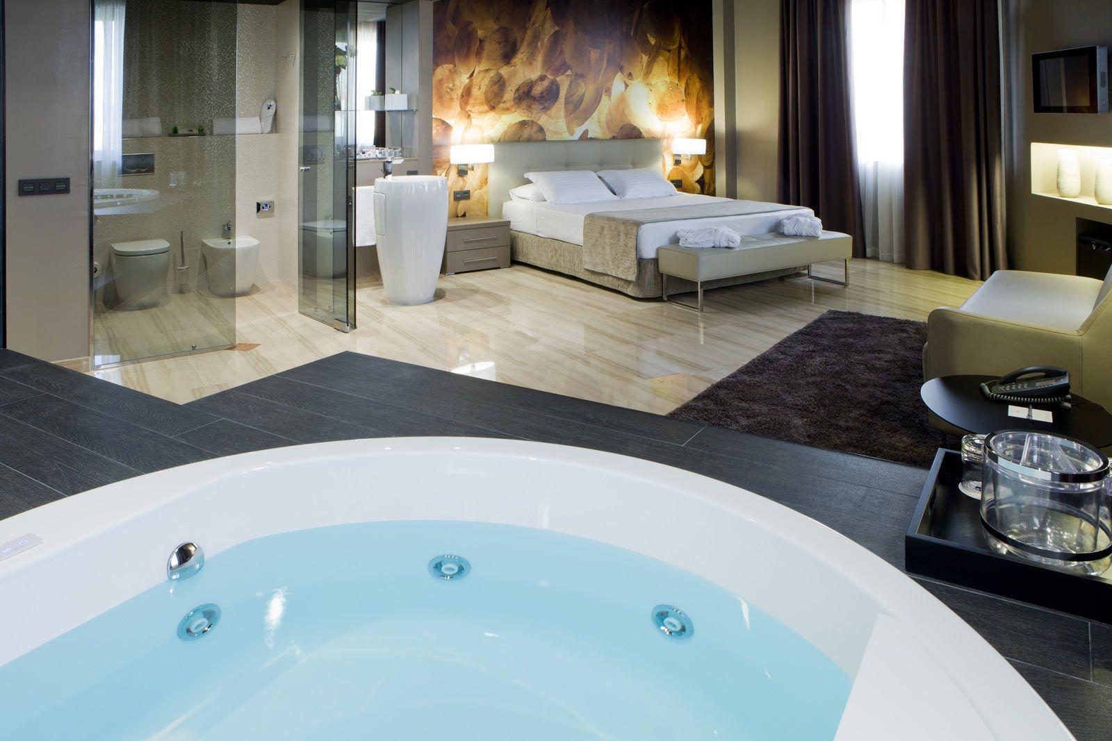 Jacuzzi Suite En Tarragona Hotel Ciutat De