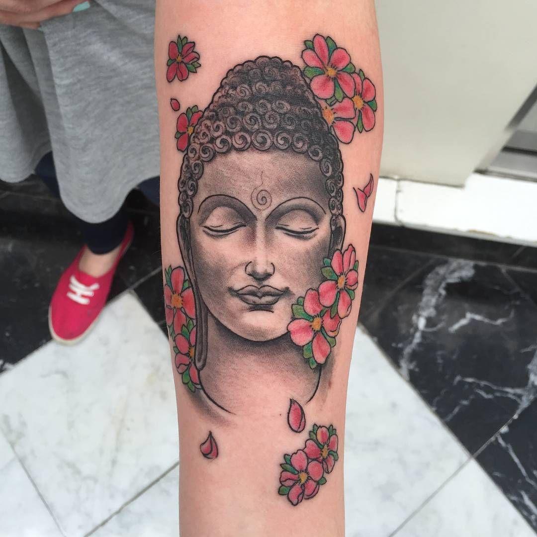 motif pour un tatouage bouddha avec des fleurs d 39 hibiscus. Black Bedroom Furniture Sets. Home Design Ideas