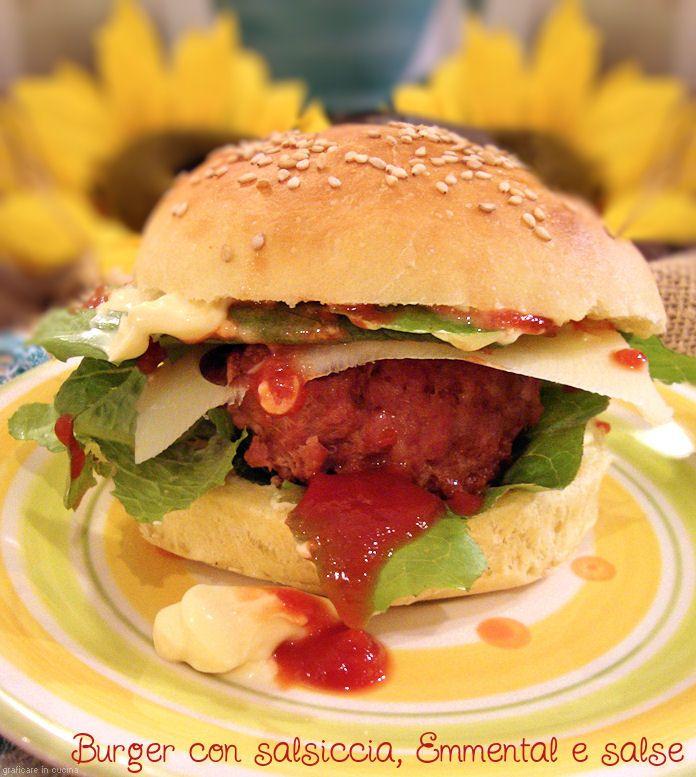 burger con salsiccia e salse http://blog.giallozafferano.it/graficareincucina/burger-con-salsiccia-e-salse/