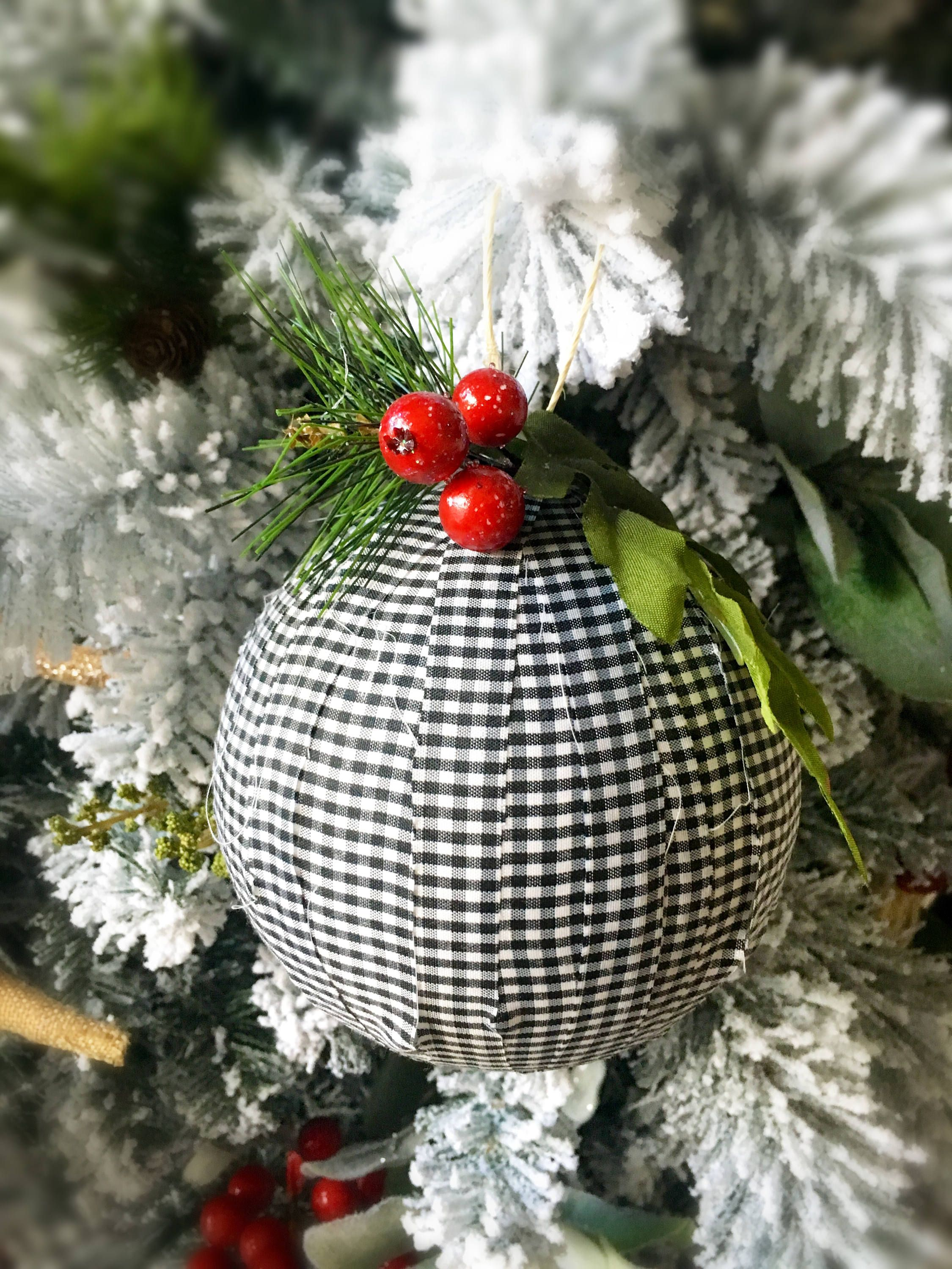 Buffalo plaid ornaments. Black and white Christmas tree ...