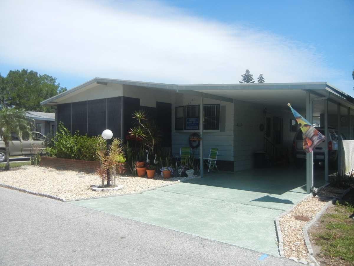 Twin Mobile / Manufactured Home in Bradenton, FL via