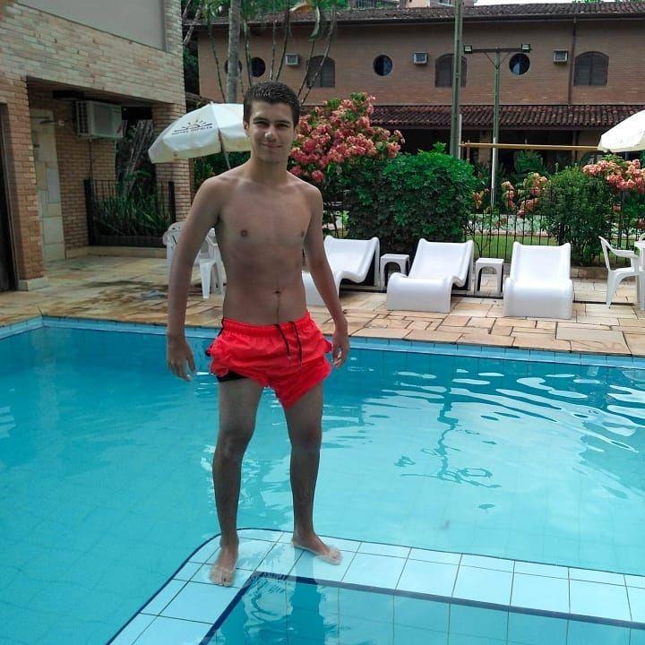 Open your mind 🖤😛👽(arrasta pro ladin) . . #piscinas #estilo #estiloso #estilomasculino #travelphotog...