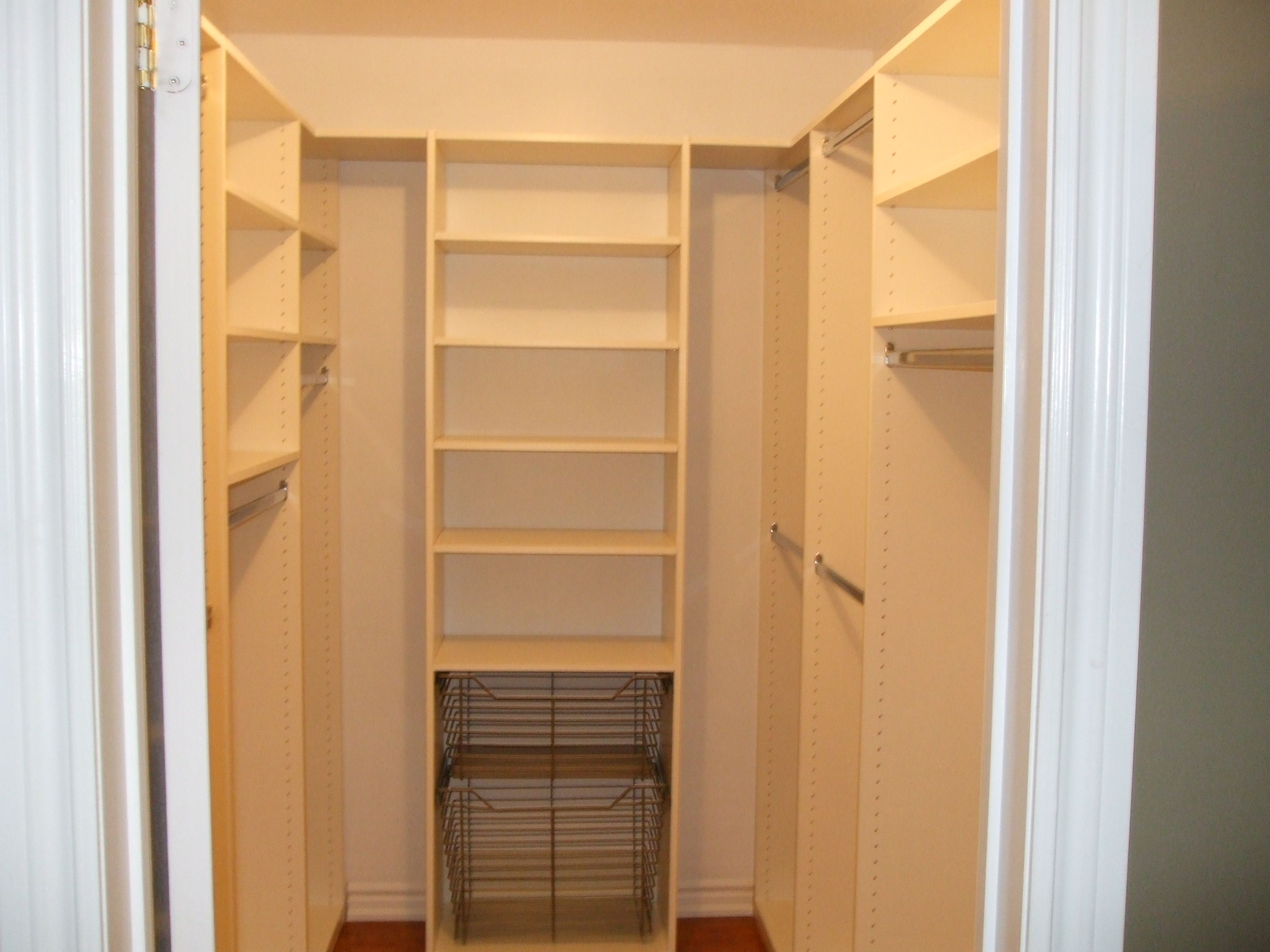 Bedroom designs with walk in closets and closet organizing for Walk in closet remodel