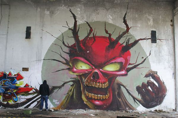 Hungarian skull graffiti by Fat Heat