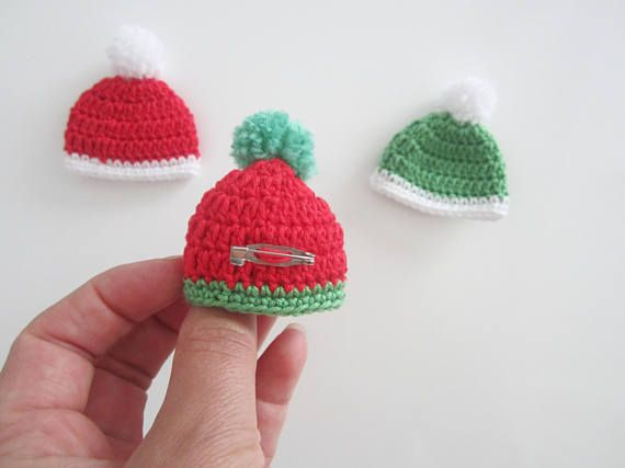 Xmas crochet brooch, Santa hat brooch, crochet jewelry for Xmas ...