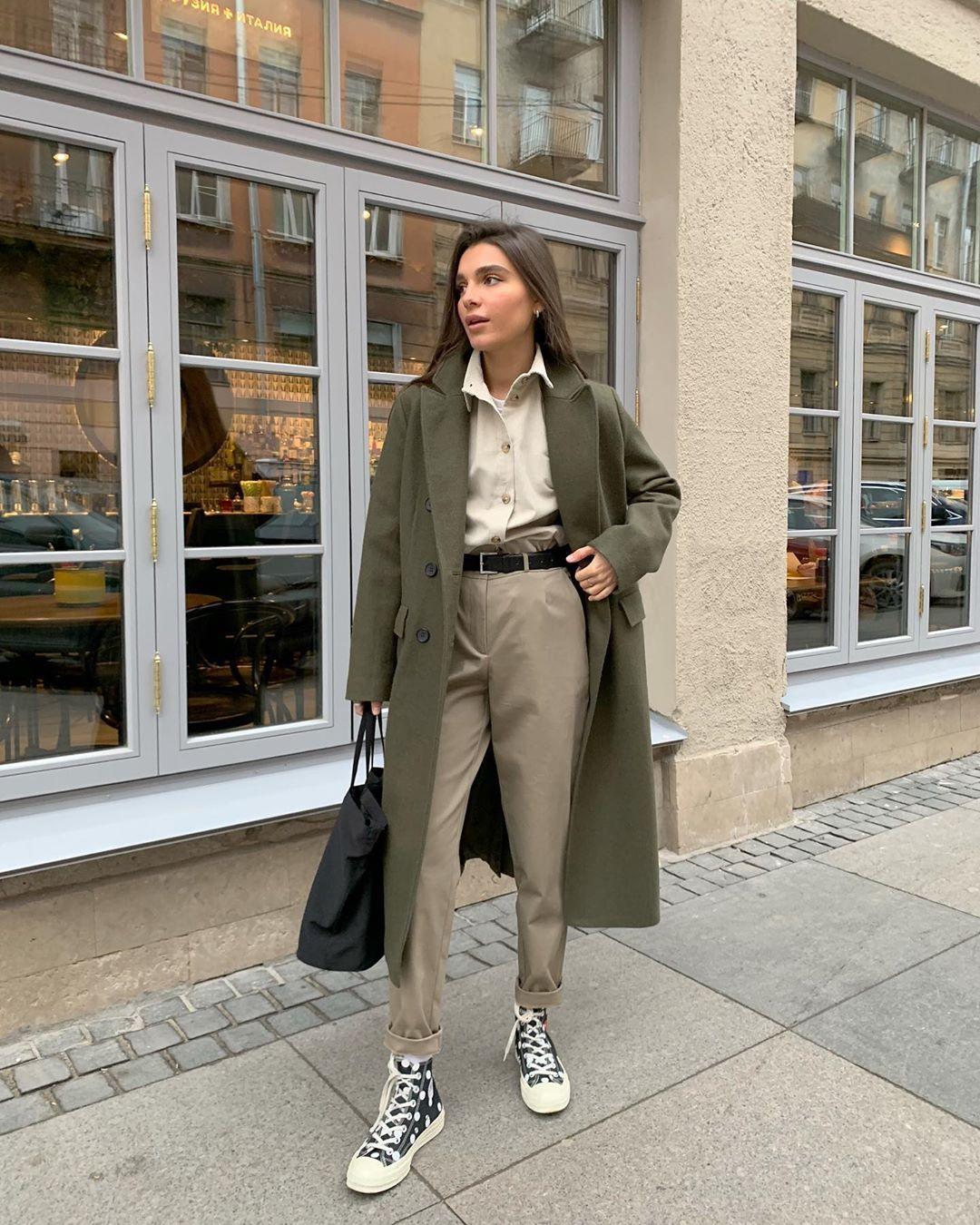 """GATE31.RU Minimalismus auf Instagram: """"Jedes monochrome Bild wird glücklich einen weichen Farbakzent treffen. Zum Beispiel in Form eines Mantels Moskau. Hergestellt in grasgrün, … """"   – mda  2"""