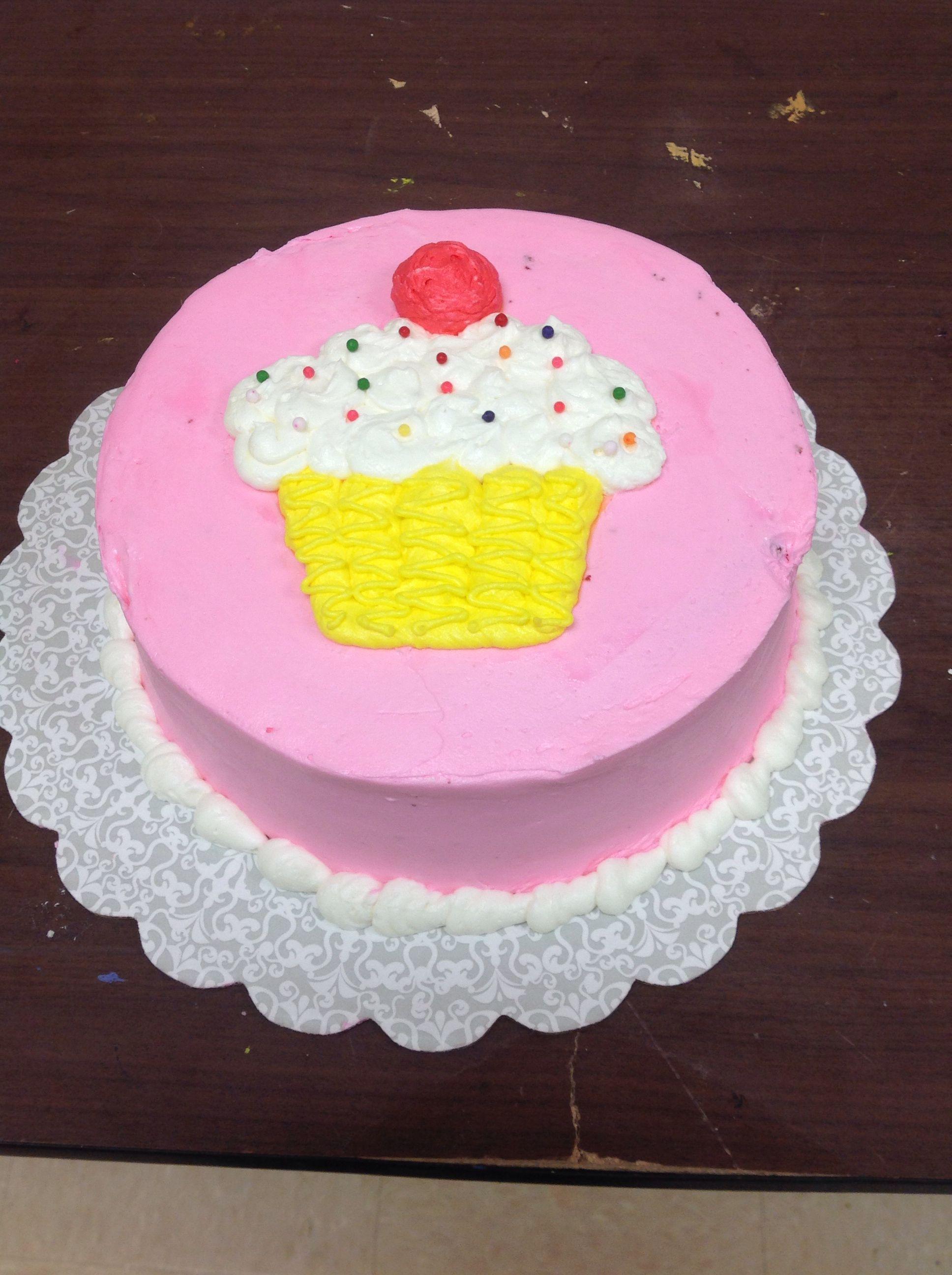 Linda Luu Made A Beautiful Cake In Course 1 Decorating Basics At