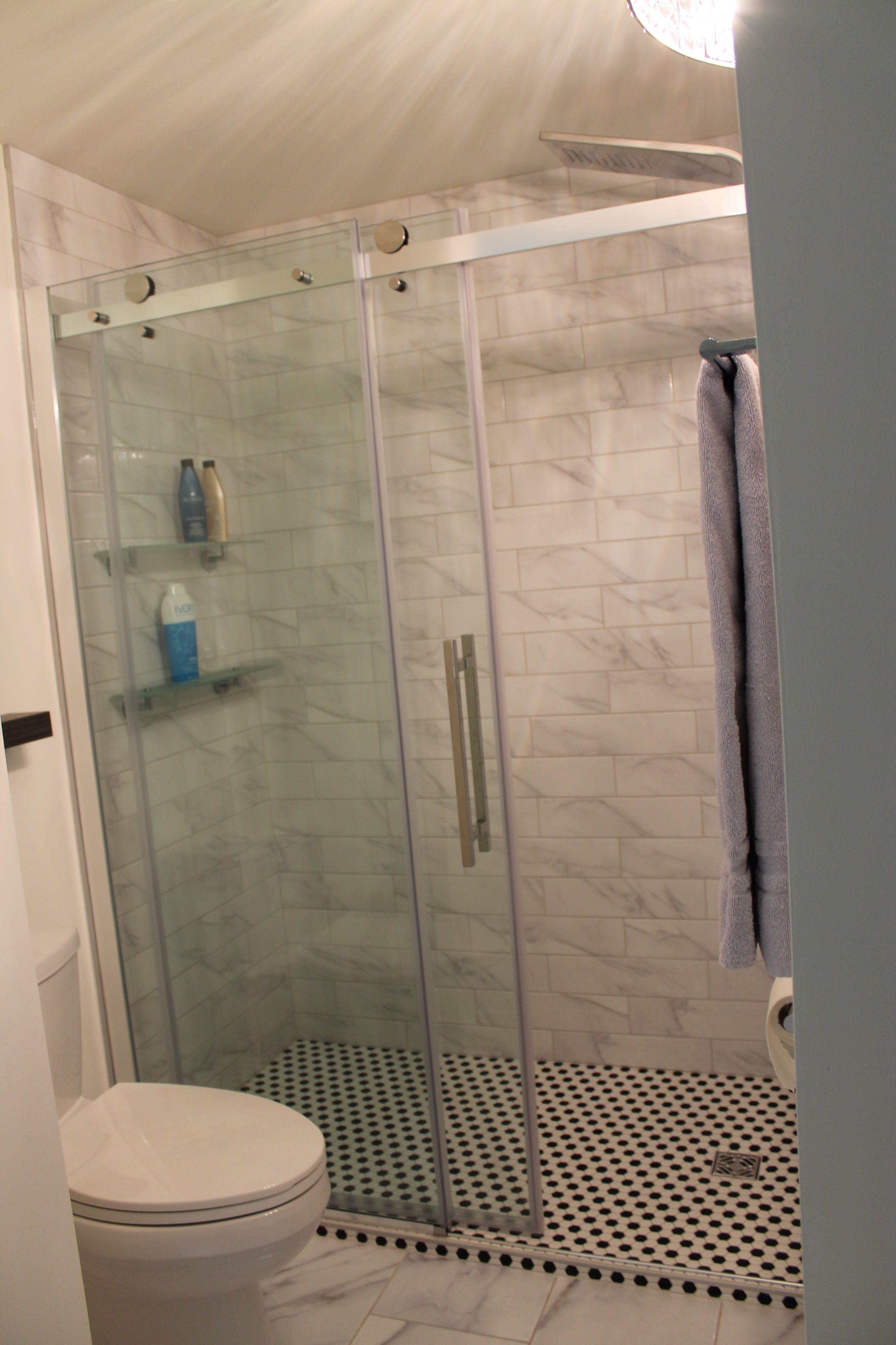 c ramique nid d 39 abeille douche noir et blanche douche en marbre salle de bain concept de izo. Black Bedroom Furniture Sets. Home Design Ideas