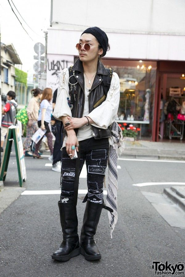 689114603b3a Punk-inspired style in Harajuku.