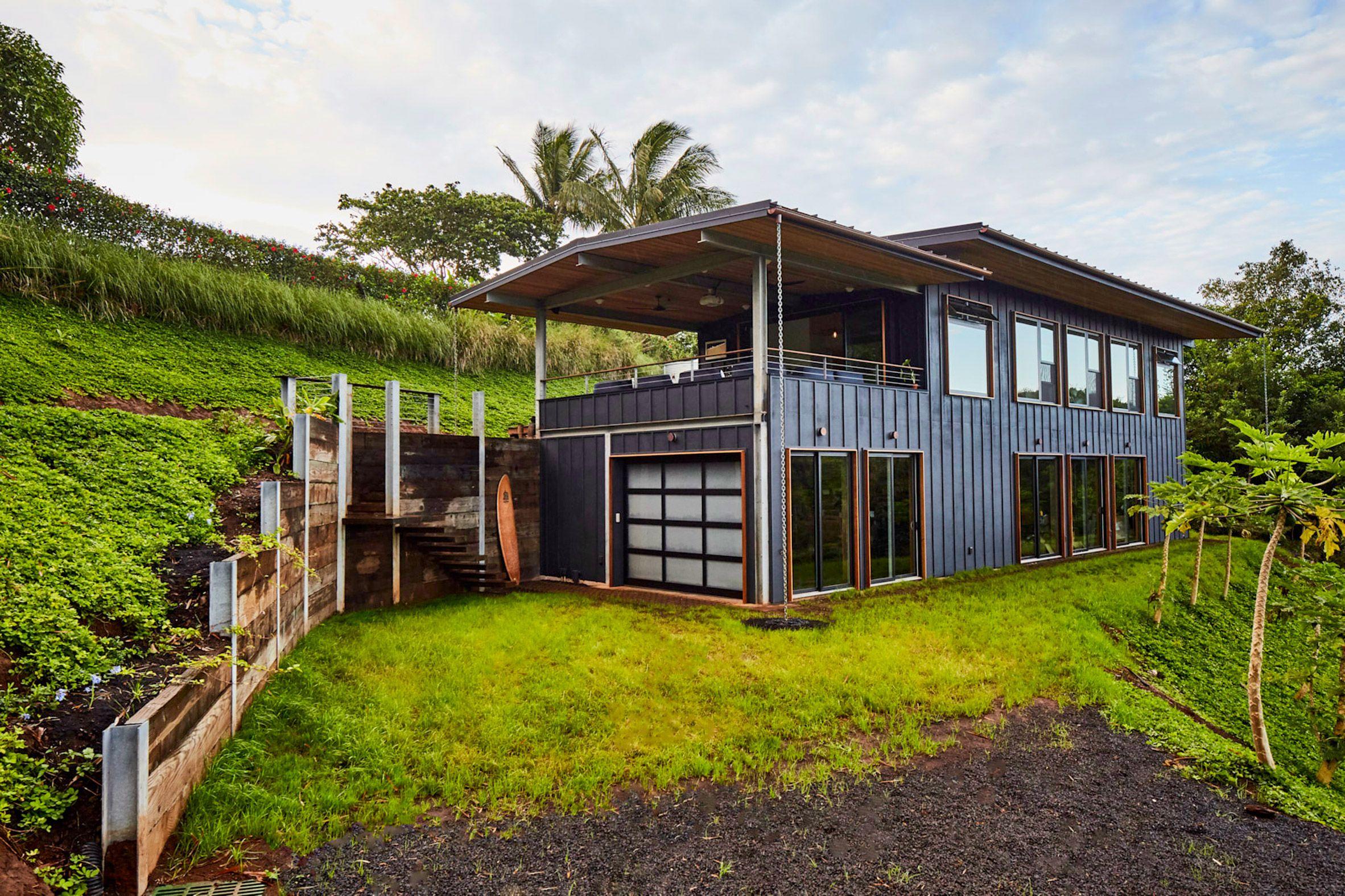 Hawaiian House By Lifeedited Harvests More Energy And Water Than It Consumes Hawaiian Homes Hawaii Homes Off Grid House