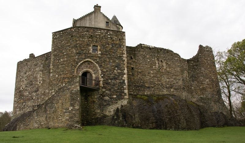 """Dunstaffnage Castle, one of the oldest surviving """"castles of enceinte"""". The castle dates back to the 13th century, making it one of Scotland's oldest stone castles, in a local group which includes Castle Sween and Castle Tioram.[1] Guarding a strategic location, it was built by the MacDougall lords of Lorn, and has been held since the 15th century by the Clan Campbell. To this day there is a hereditary Captain of Dunstaffnage, although they no longer reside at the castle."""