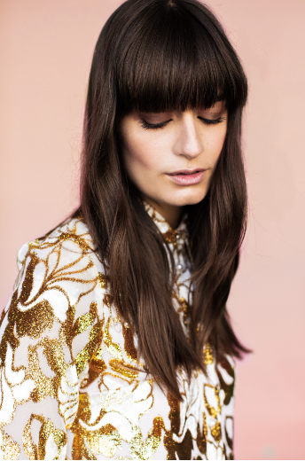 Porter La Frange Longue Idees Cheveux Longs Coiffure Et Beaute Coiffures De Star