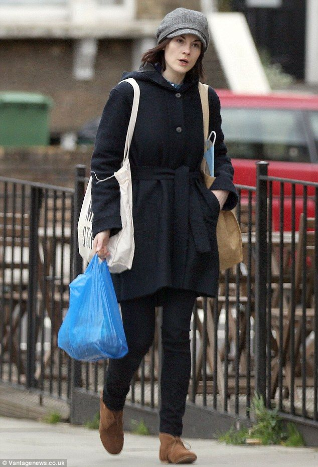 Michelle Dockery leaves Downton Abbey & make-up at home to ...