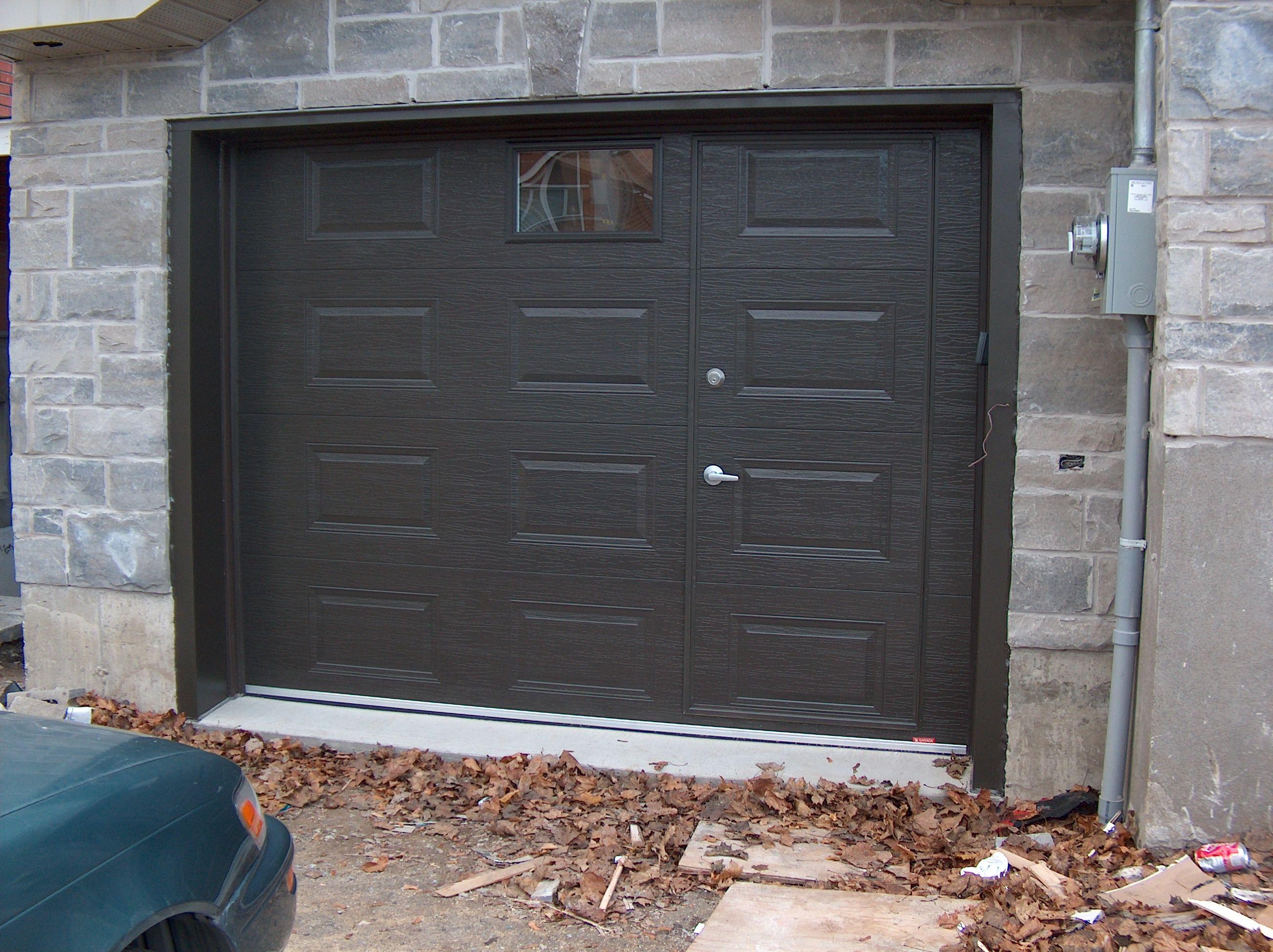 excellent portes de garage en acier portes bourassa with porte garage avec portillon pas cher. Black Bedroom Furniture Sets. Home Design Ideas