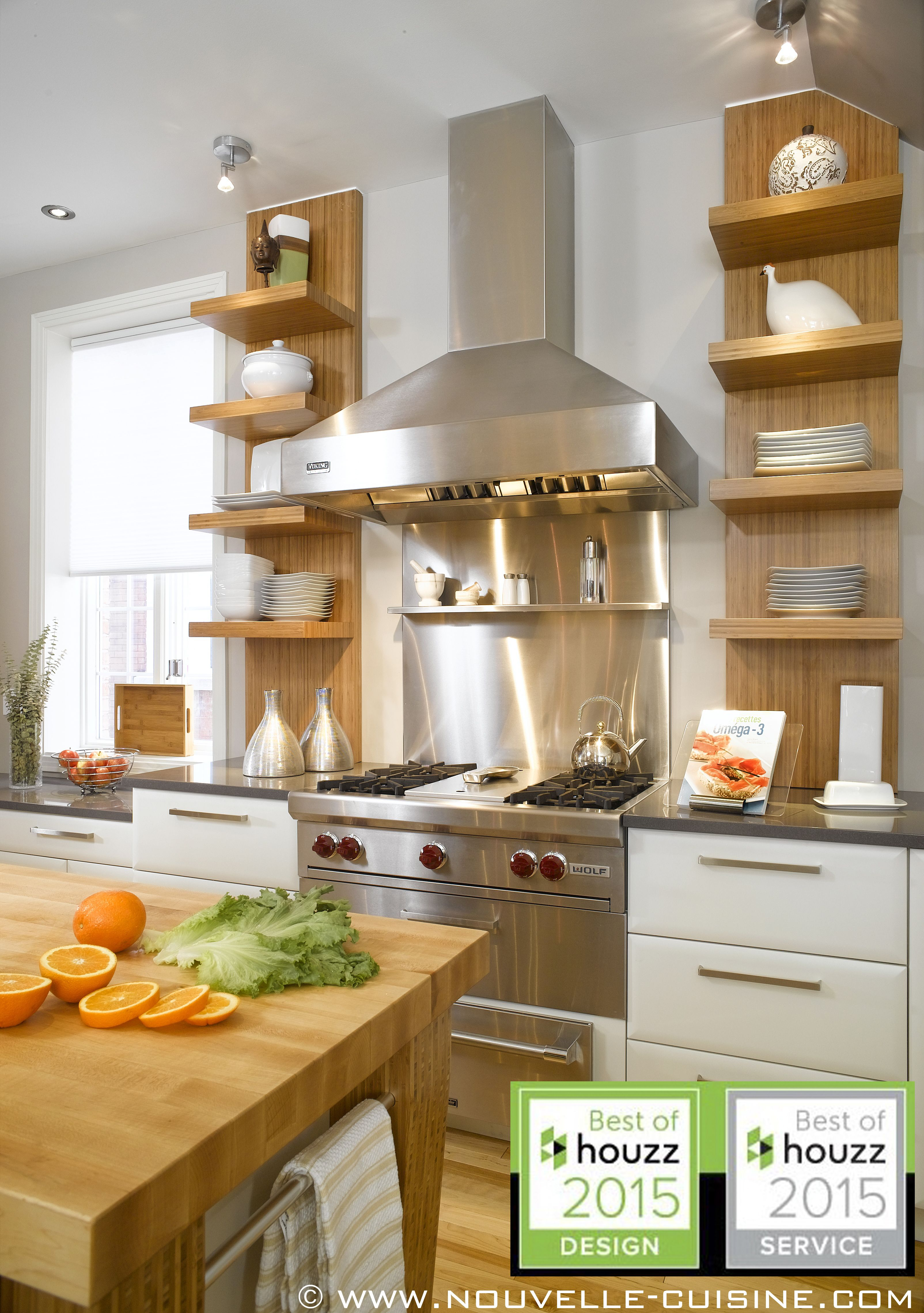 Polymer Kitchen Cabinets And Quartz Countertops In This Inviting Space. /  Armoires De Cuisine En