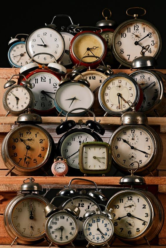 51 display ideas for your collections antique stores for Clock ideas