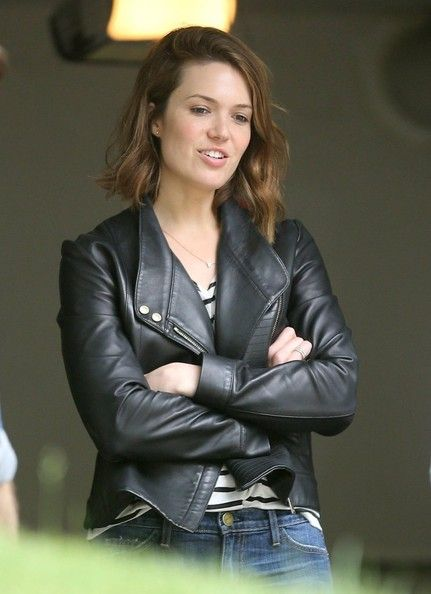 Mandy Moore Shops At A Yard Sale,Mandy Moore Shops At A Yard Sale In This Photo: Mandy Moore Singer Mandy Moore and friends stop by a yard sale before heading to the mall in Los Angeles, California on May 24, 2014. Mandy didn't find anything she liked at the yard sale. - See more at: http://www.fashionmagazine247.com/photos/126490/mandy-moore-shops-at-a-yard-sale_6.php#sthash.YvTp1nmz.dpuf