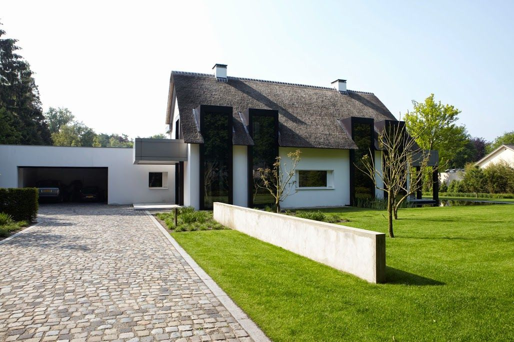Villa in Oisterwijk by Dutch architect Bob Manders I like the way