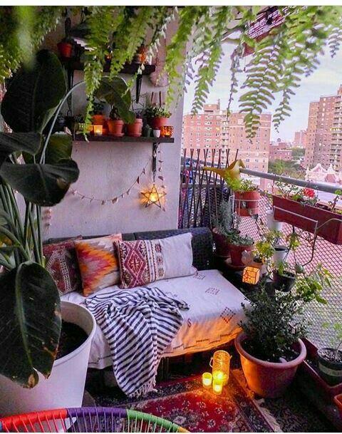 Dekorationsideen für einen Balkon / eine Veranda oder eine Terrasse.