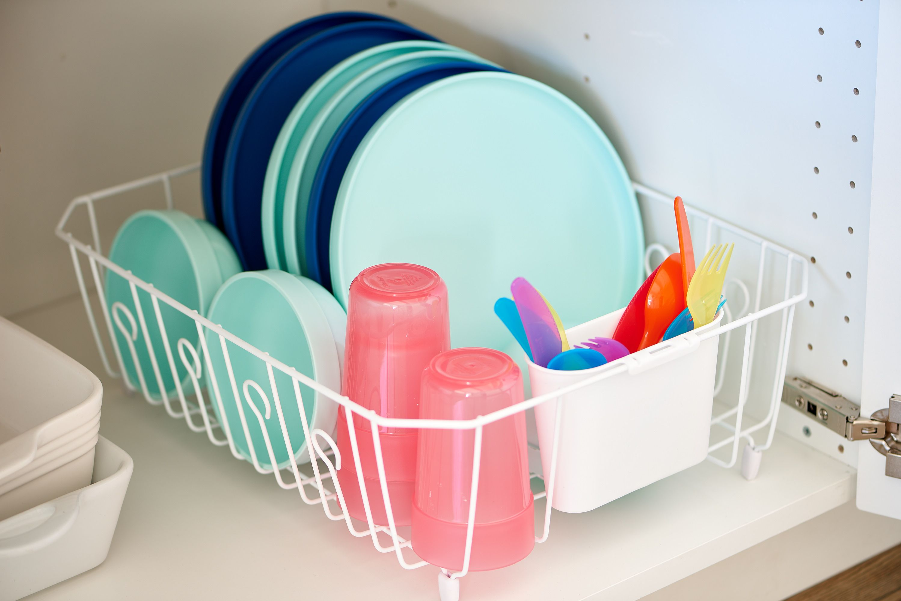 The Most Ingenious Way to Organize All Those Kiddie Plates ...