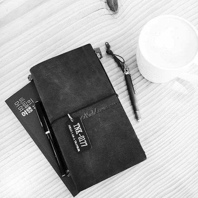 #travelersnotebook #midori #midoritravelersnotebook #travelersnote #planner #weekly #travelerscompany #journal #maskingtape #washitape #classiky #diary #트래블러스노트 #vintagestamp #tokyoantique #다이어리 #모든요일의여행 #필사 #oliveedition