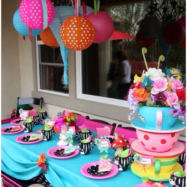 mad hatter party table setting & mad hatter party table setting | Alice in Wonderland party ideas ...