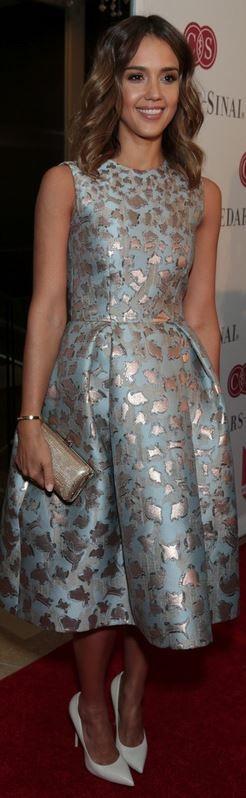 Who made Jessica Alba's blue print dress, white pumps, and tan clutch handbag?