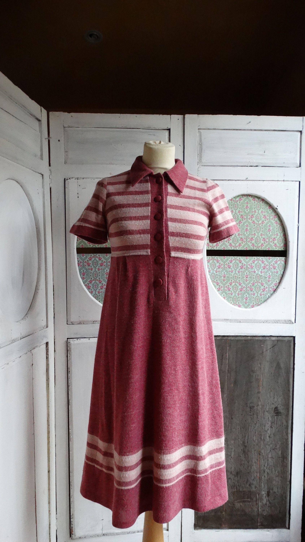 ed6624d7cea Vintage 1970 robe preppy col polo chasuble taille 36 qualité supérieur rose  rayé printemps été de la boutique MretMme sur Etsy