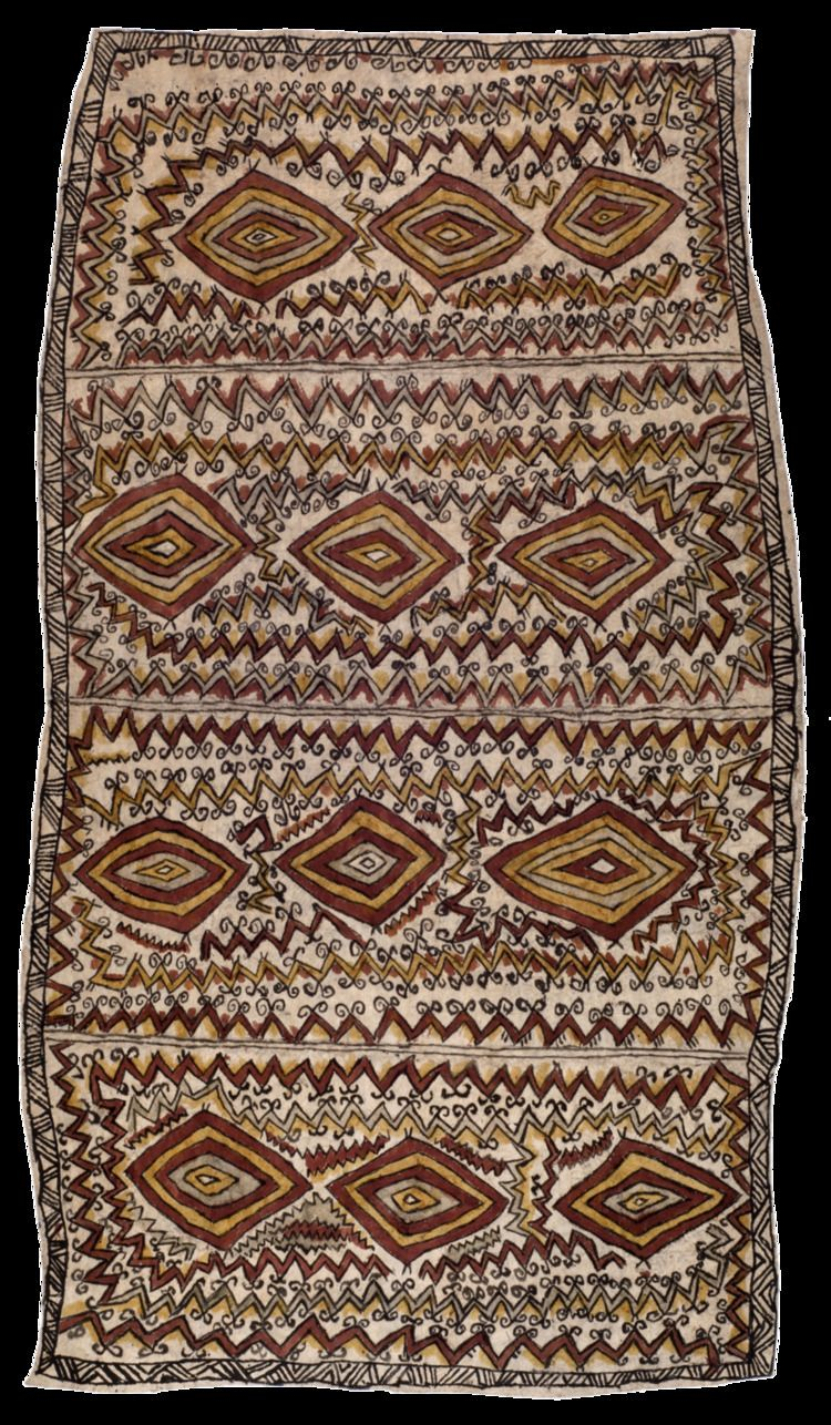 Sarah Ugibari - asimano'e soru'e (vinohu'e, jö'o sor'e ohu'o taigu taigu'e) , men's ancestral tattoo designs (design of the bellybutton, uncurling fern fronds and pattern of a leaf), 2012 Natural...