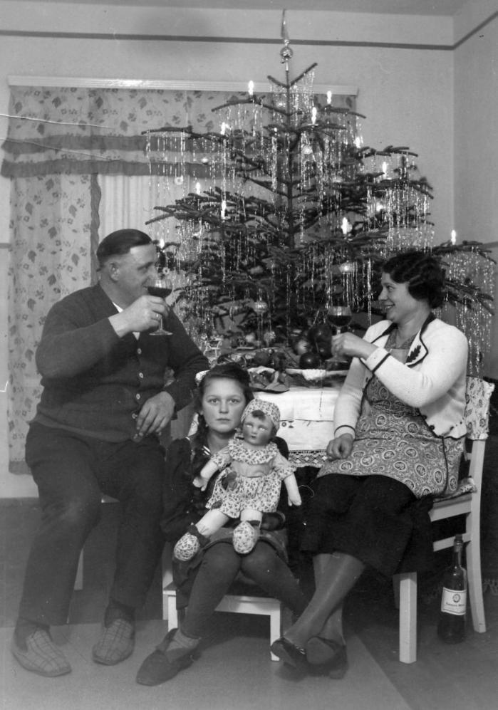 christmas 1933 vintage christmas trees vintage. Black Bedroom Furniture Sets. Home Design Ideas