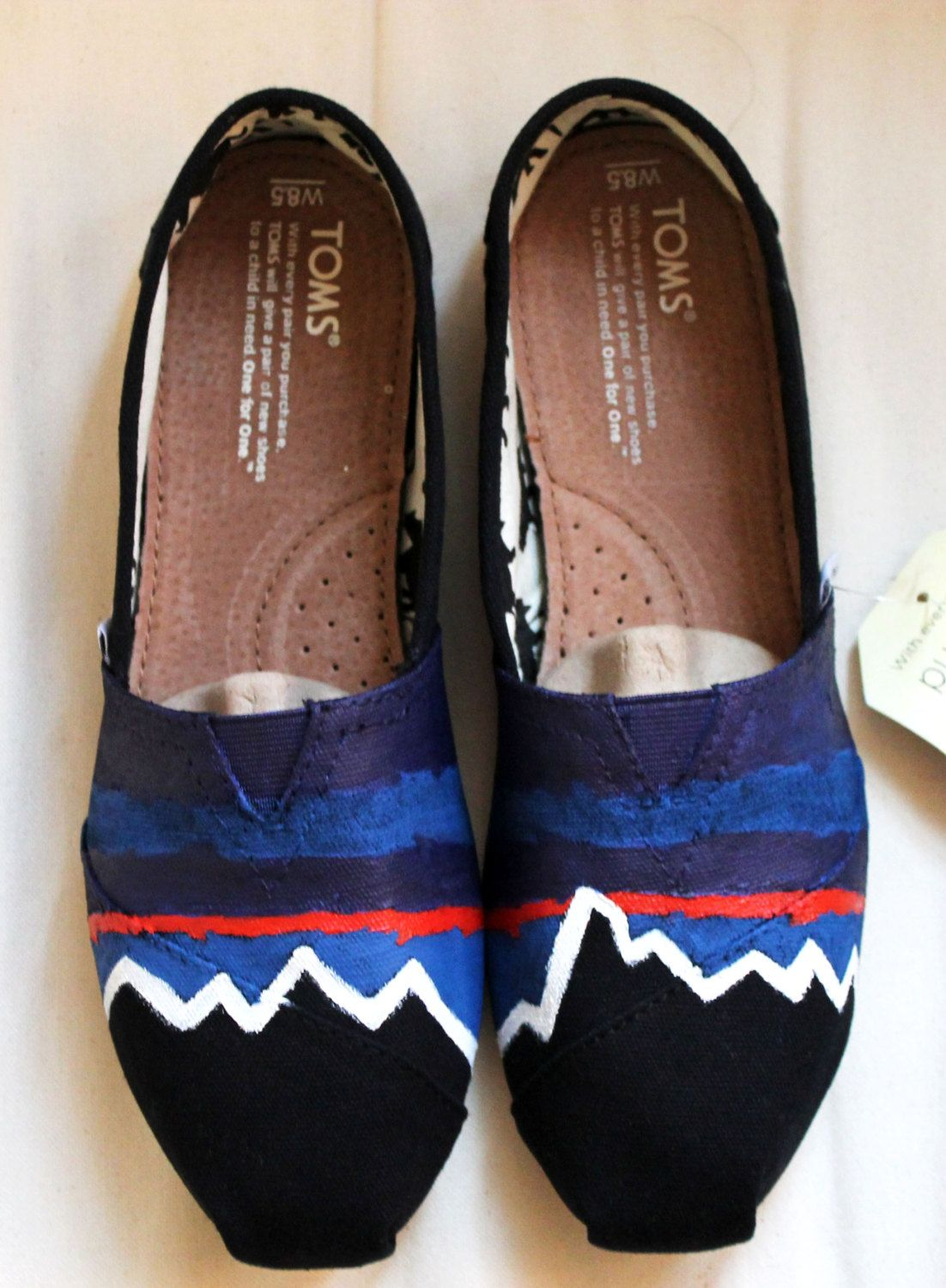 508047c3408 THIS GIRL IS AWESOME. BUY HER SHOES Patagonia TOMS by Anna Dilworth ...