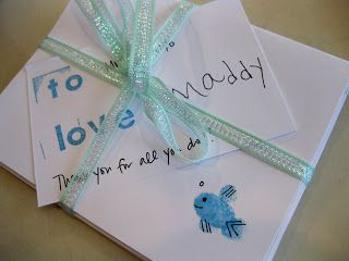 could be cute for Mother's Day gifts!  finger print note cards (from teach mama)