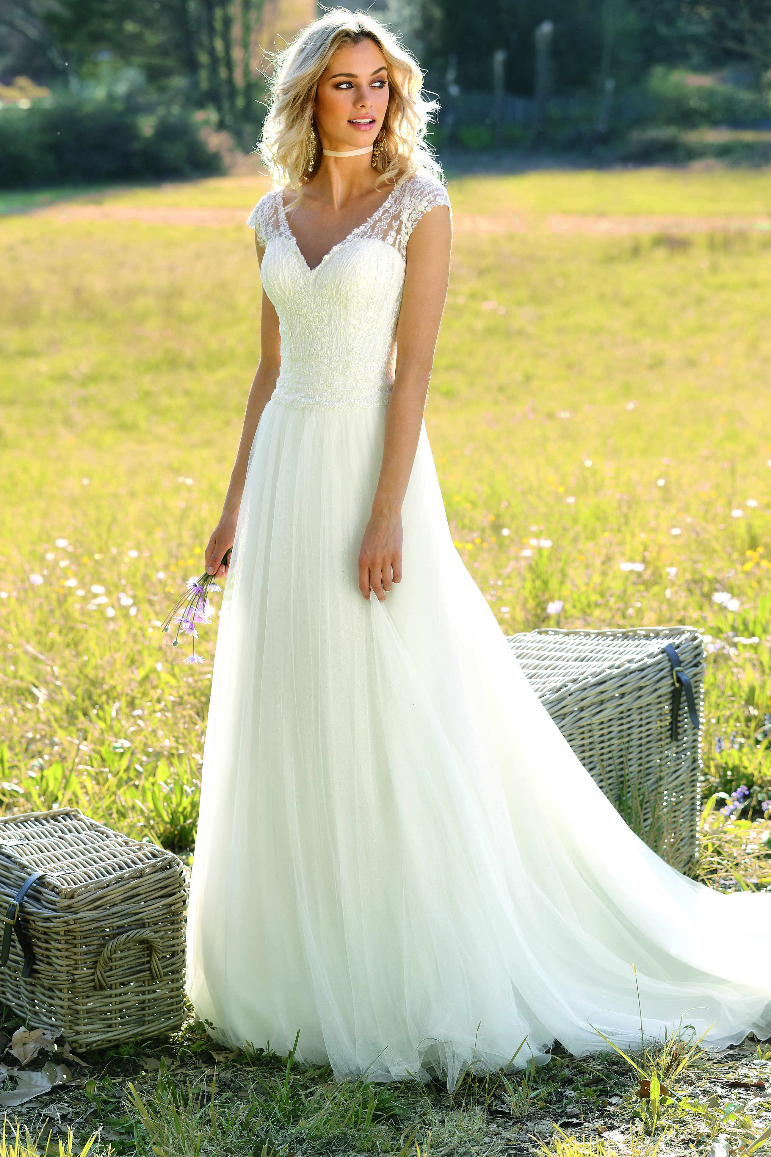 Leichtes Brautkleid aus der 2018er Kollektion von Ladybird. #bride ...