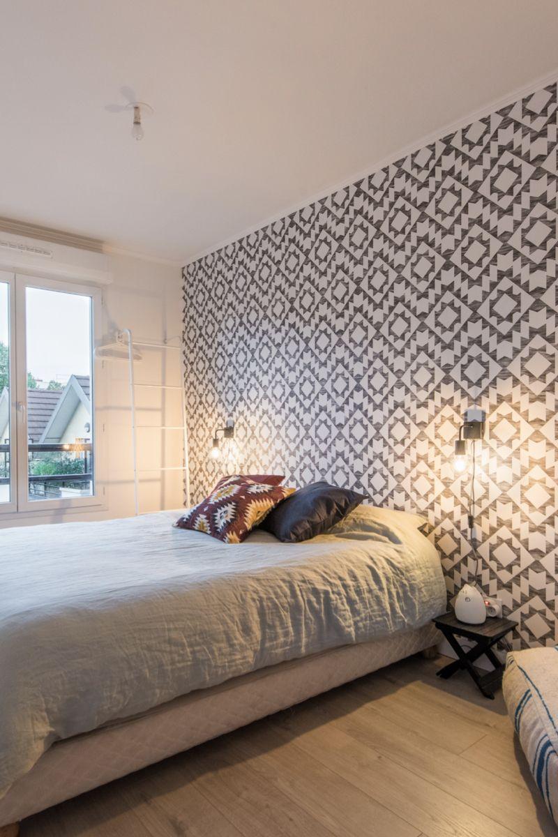 Tapisserie Moderne Pour Chambre Adulte rénovation du parquet et pose de papier peint graphique dans