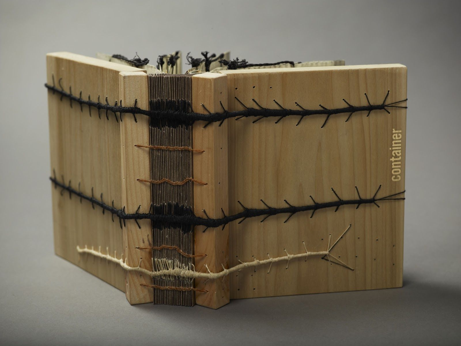 Center for Book Arts:how to do the Caterpillar Stitch