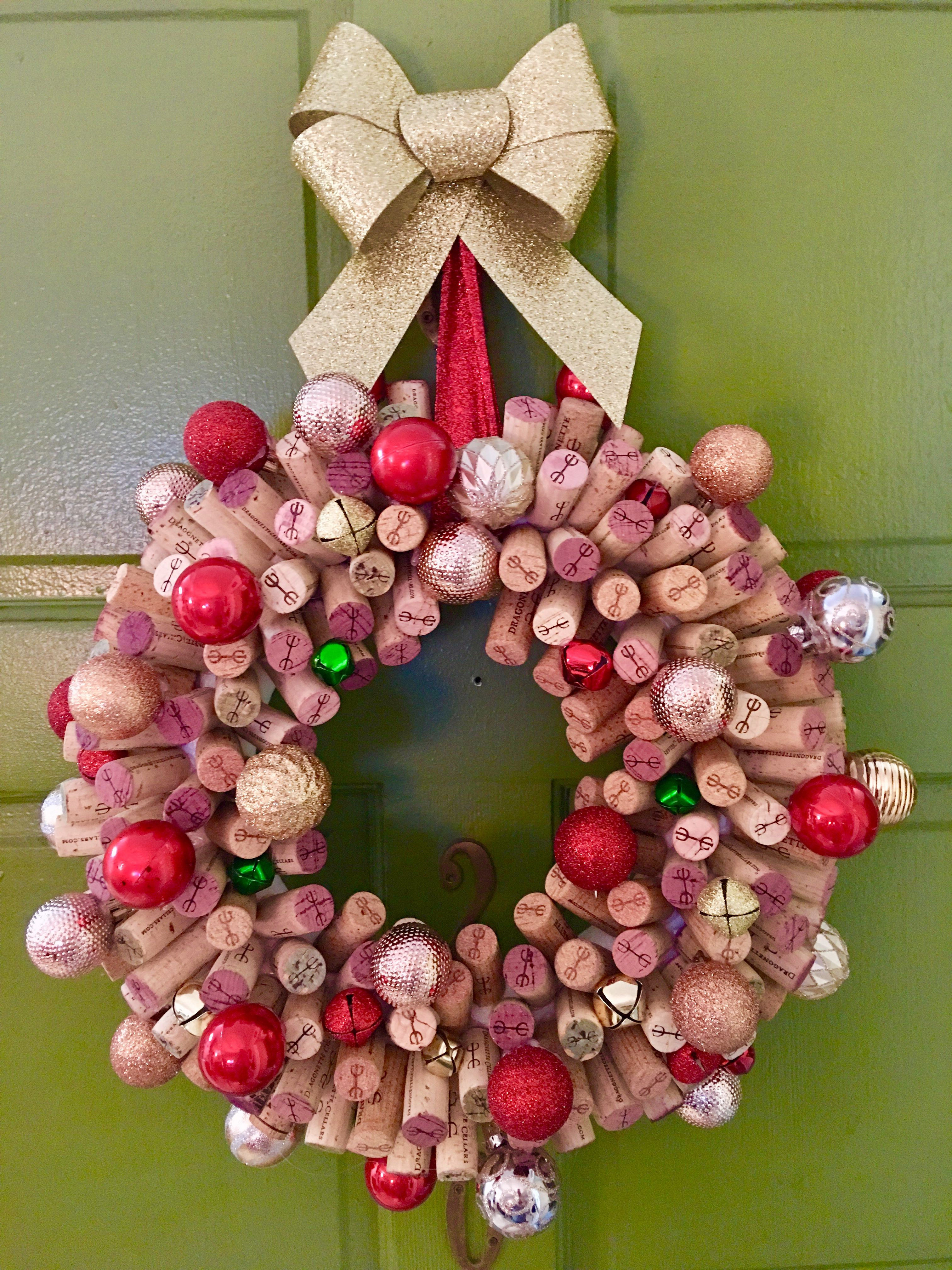 Wine Cork Wreath For Christmas It Took About 2 Hours With An Extra Set Of Hands Wine Cork Crafts Bottle Crafts Wine Bottle Crafts