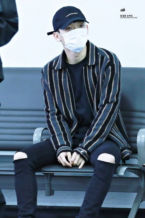 Chen - 161212 Gimpo Airport, arrival from Osaka  Credit: 널 닮은 눈부심. (김포공항 입국)
