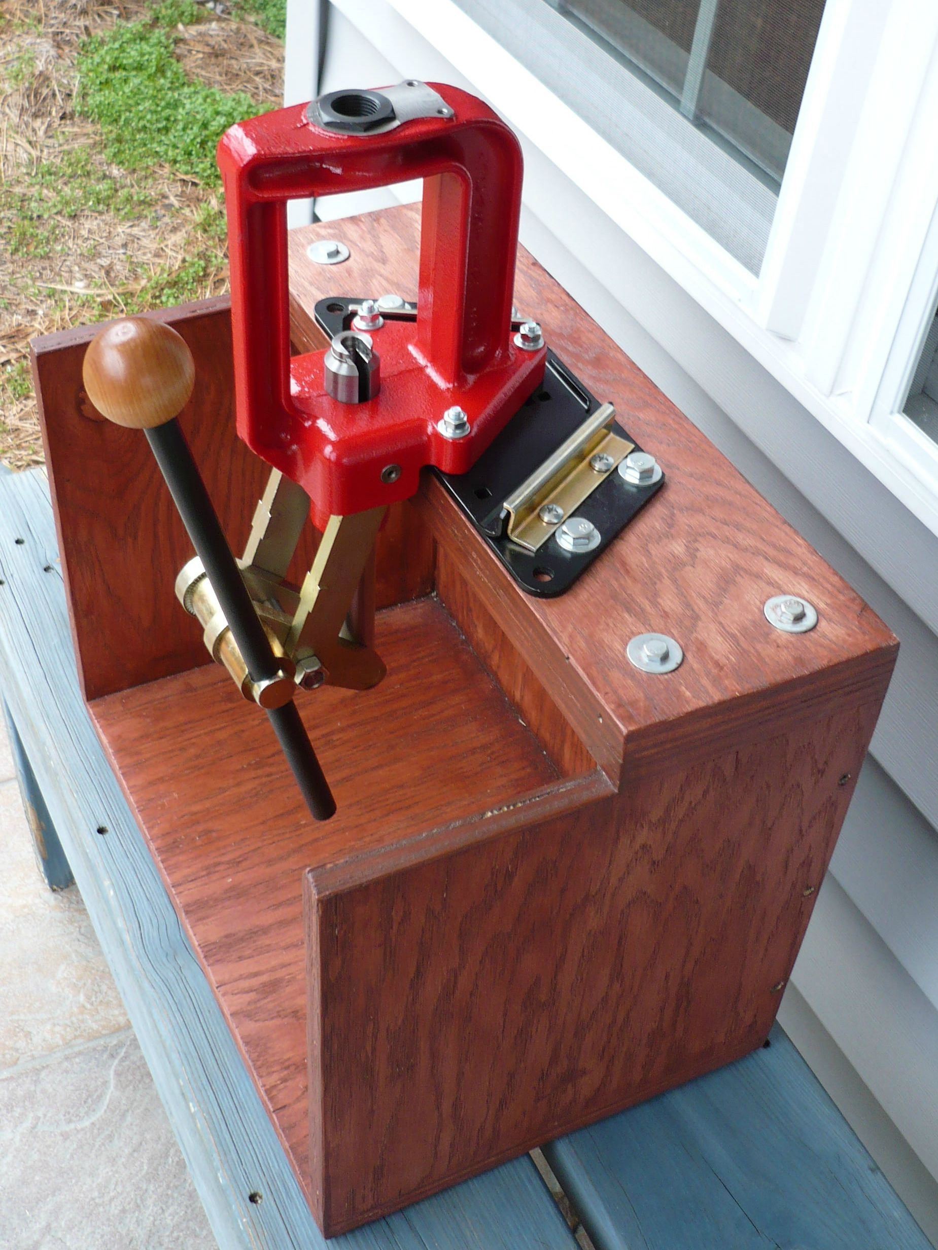 What are some options for a portable reloading bench