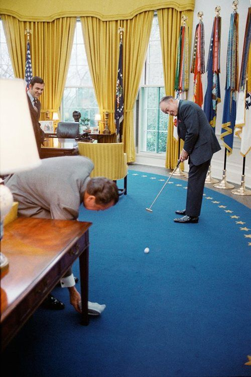 Nixon office Hush Money President Nixon And Bob Hope Playing Golf In The Oval Office 42073 Pinterest President Nixon And Bob Hope Playing Golf In The Oval Office 420